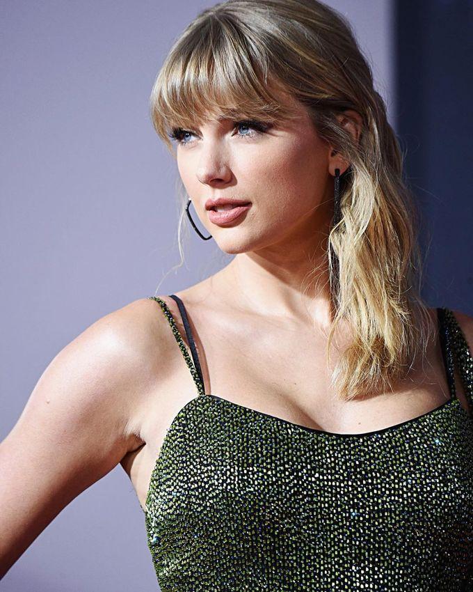 8 sao nữ trang điểm đẹp nhất AMAs 2019