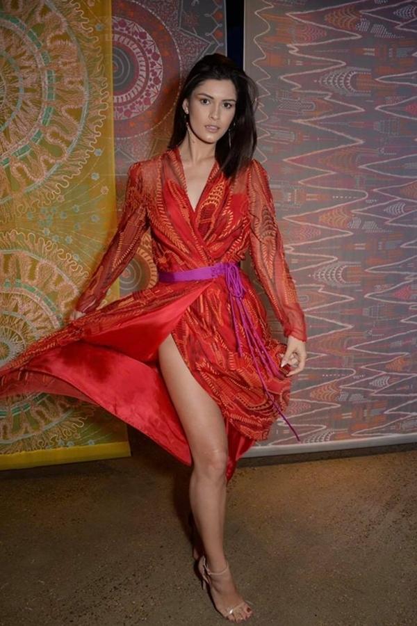 Lương Thùy Linh lùn một mẩu trong ảnh của BTC Miss World - 10