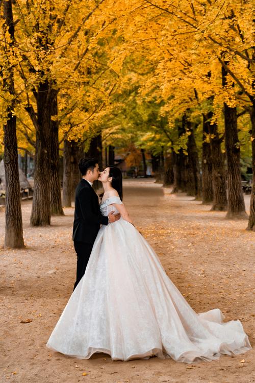 Cặp vợ chồng chụp hình theo lời mời của Tổng Cục Du lịch Hàn Quốc.