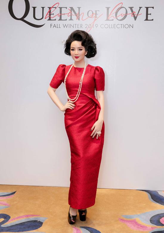 Hoa hậu Giáng My làm tóc cầu kỳ theo đúng chủ đề bộ sưu tập Queen of Love.