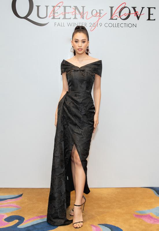 Hoa hậu Tiểu Vy tôn vóc dáng với váy trễ vai đi kèm chi tiết xẻ cao trên tông đen.