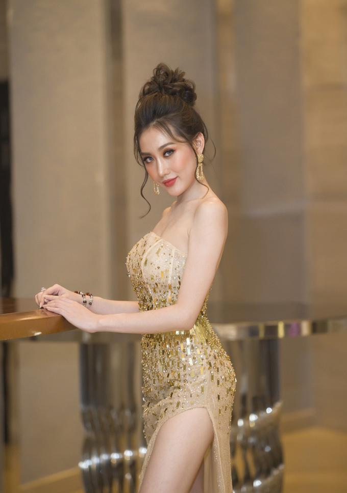 Chia sẻ về kế hoạch của bản thân, Hoàng Kim cho biết hiện tại, cô muốn tập trung cho phim ảnh để khán giả biết tới là một diễn viên, sau đó, mới thực hiện kế hoạch tấn công thị trường âm nhạc. Trước đó, khi tham gia chương trình Cặp đôi hoàn hảo, giọng hát của Hoàng Kim được khán giả đón nhận.