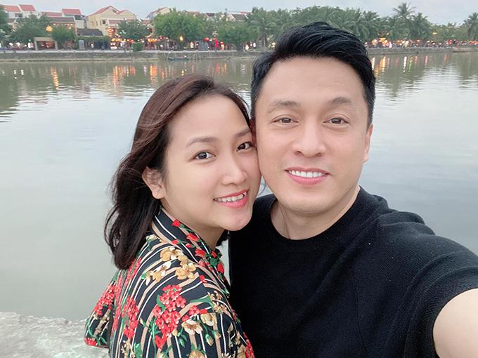 Ca sĩ Lam Trường đưa bà xã Yến Phương du lịch Hội An.