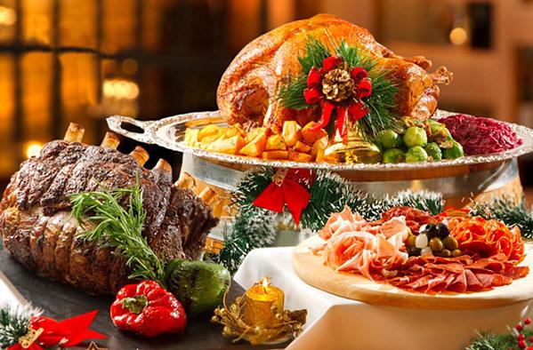 Thực khách có cơ hội thưởng thức bữa tiệc buffet với nhiều món ăn hấp dẫn.