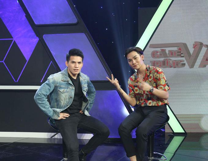 Ali Hoàng Dương (phải) ngưỡng mộ thân hình vạm vỡ của Quốc Thiên.
