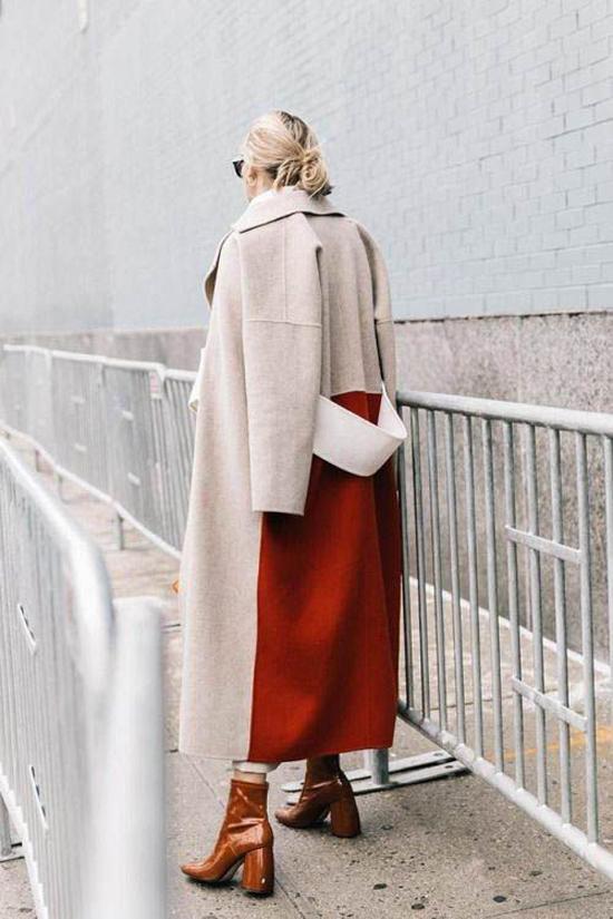 Áo dạ màu đơn sắc cũng được phối hợp tông màu nóng để khiến tủ đồ mùa đông của các bạn gái trở nên đa dạng hơn.