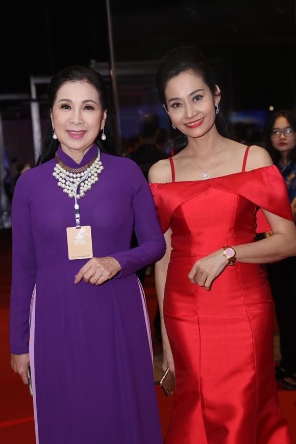 NSƯT Kim Xuân và diễn viên Hạnh Thúy (phải).