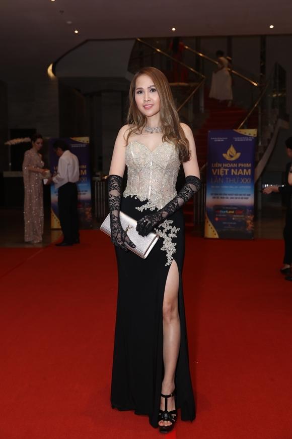 Diễn viên Minh Thư của phim Gái nhảy có mặt tại LHP từ ngày đầu tiên.