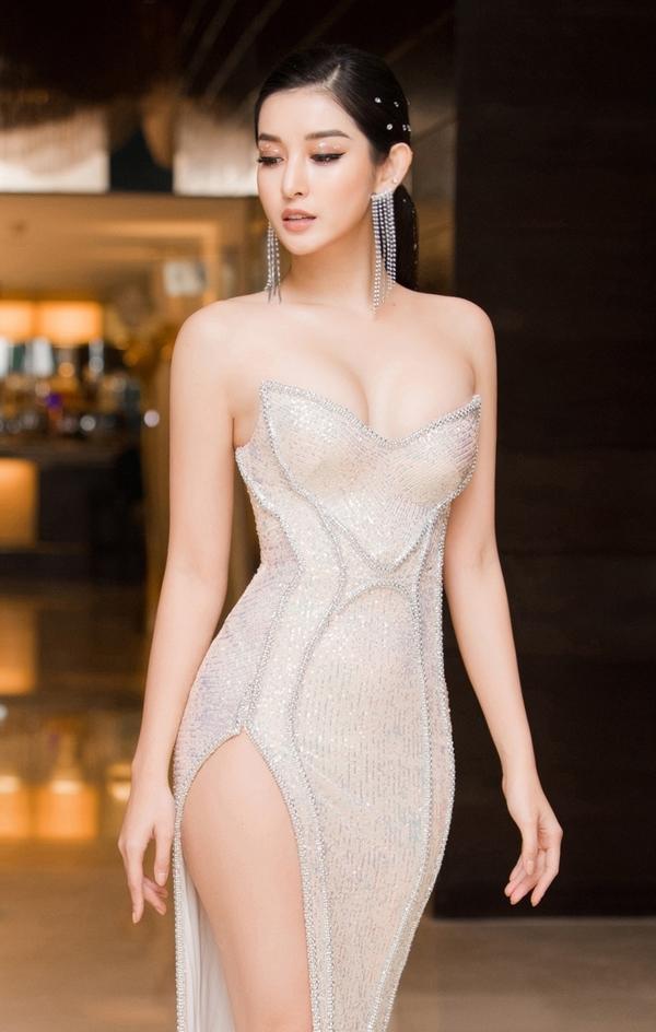 Huyền My luôn giữ được sức nóng tên tuổi sau khi giành được danh hiệu Á hậu Việt Nam 2014. Cô từng lọt top 10 Miss Grand 2017, lấn sân làm MC, đóng phim. Hiện người đẹp muốn tập trung công việc, chưa tính chuyện kết hôn.