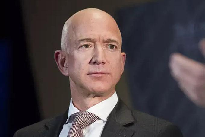 Jeff Bezos, nhà sáng lập kiêm CEO của hãng thương mại điệnt tử Amazon. Ảnh: Economic Times.