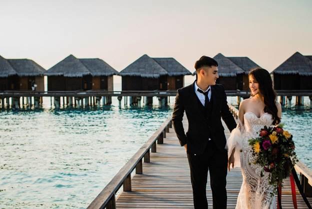 Chú rể Khắc Thế chia sẻ trong thời gian yêu nhau, Kim Xuân luôn mơ ước chụp ảnh cưới tại thiên đường Maldives. Để chiều lòng vợ và thể hiện tình yêu của mình, anh quyết định tới quốc đảo đẹp như mơ này ghi lại những khoảnh khắc hạnh phúc của cả hai.