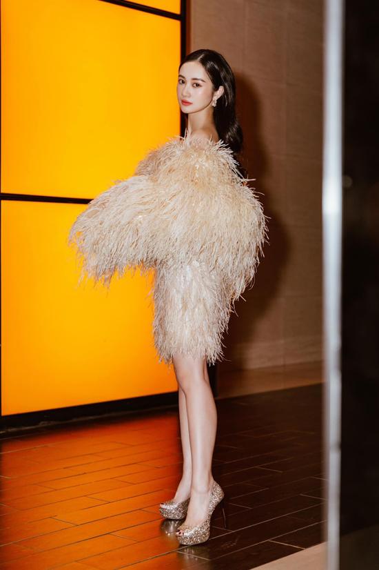 Sau show diễn Another day tổ chức tại Sa Pa, các mẫu thiết kế mới của Lê Thanh Hòa được lòng Jun Vũ và các người đẹp nổi tiếng của làng giải trí Việt.