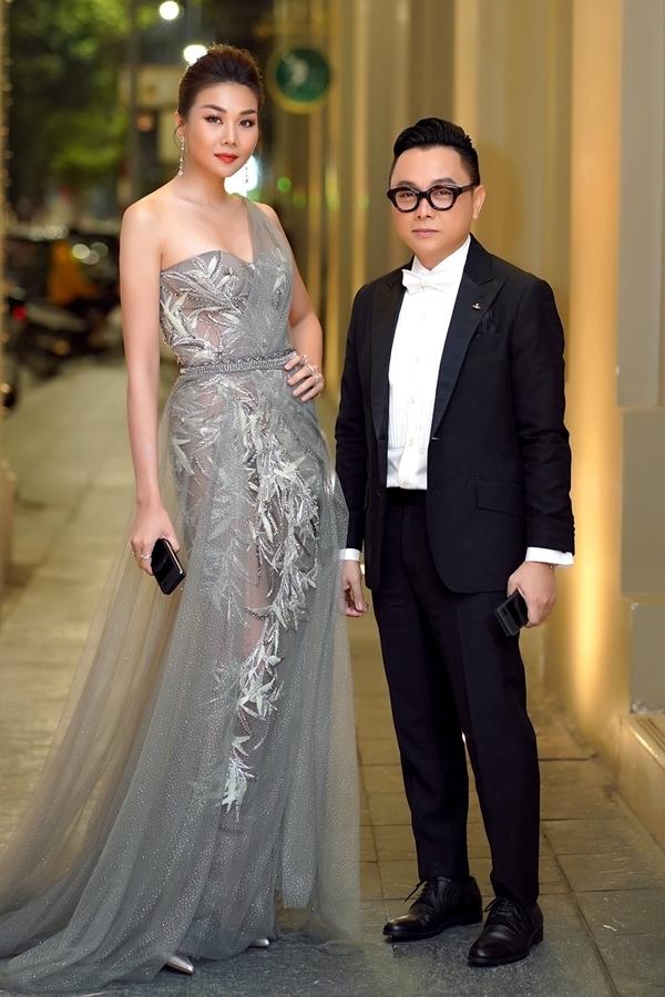 Nhà thiết kế Công Trí dành thời gian ra Hà Nội dự event. Hiện cả hai cùng ngồi ghế giám khảo cuộc thi Hoa hậu Hoàn vũ Việt Nam 2019.