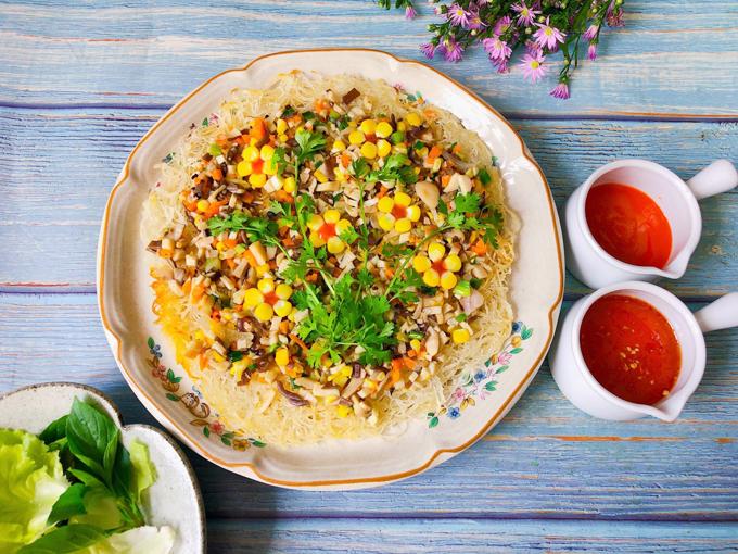 Bún gạo chiên giòn sốt nấm