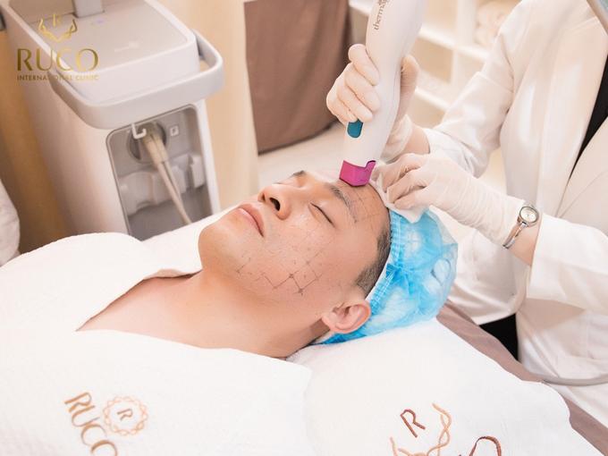 Thermage FLX là công nghệ trẻ hóa không xâm lấn, không đau, trẻ hóa đến 10 tuổi da chỉ sau một lần trị liệu, kết quả có thể duy trì đến vài năm. Phương pháp giúp ngăn ngừa và đảo ngược quá trình lão hóa nhờ năng lượng sóng điện từ mang công suất cao được đưa sâu qua da, làm nóngvà đồng nhất khối collagen ở sâu đến lớp bì và lớp mỡ dưới da; để da căng mịn, trẻ trung hơn.