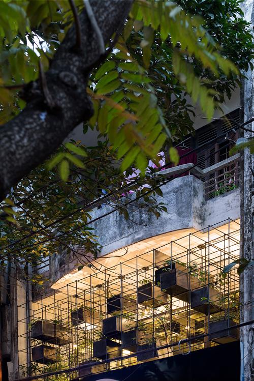 Ban công này nằm trong chuỗi dự án ban công sinh thái (Eco - Balcony) của nhóm kiến trúc sư do An Việt Dũng dẫn đầu, được thực hiện từ năm 2017.