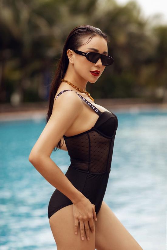 Bộ ảnh được thực hiện với sự hỗ trợ của nhiếp ảnh Hải Nguyễn, trang điểm Duy Art.
