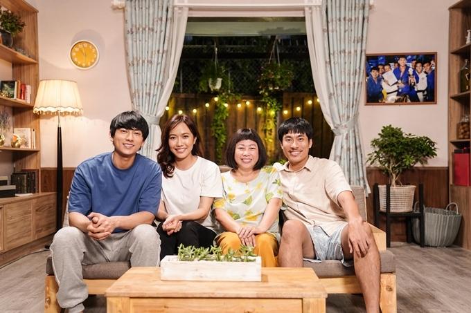 Bốn diễn viên chính (từ trái sang): Isaac, Diệu Nhi, Phi Phụng, Kiều Minh Tuấn.