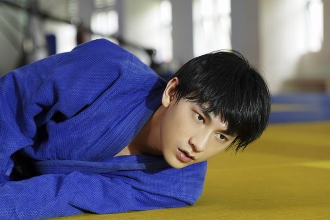 Isaac tiến bộ với vai VĐV Judo khiếm thị.