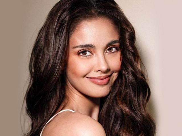 Mỹ nhân nổi tiếng khác của chủ nhà Philippines là Megan Young - Hoa hậu thế giới 2013 - sẽ diễu hành cùng đoàn thể thao Indonesia.