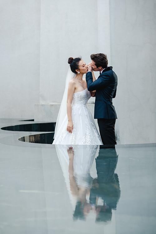 Váy của Trương Thanh Hải mang đến vẻ đẹp bất biến trong dòng thời trang chảy trôi.