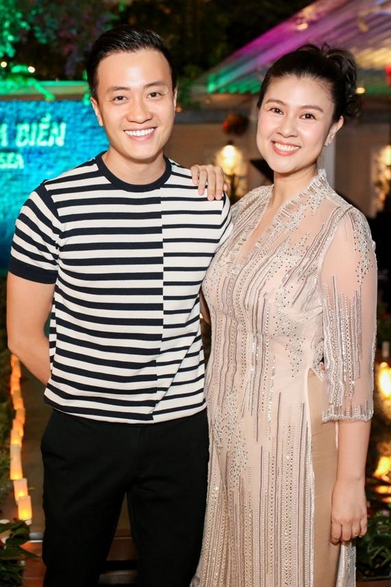 Lương Mạnh Hải ủng hộ Kim Thư lấn sân kinh doanh. Gần đây, anh gây chú ý với vai trò đạo diễn phim điện ảnh Hoa hậu giang hồ.