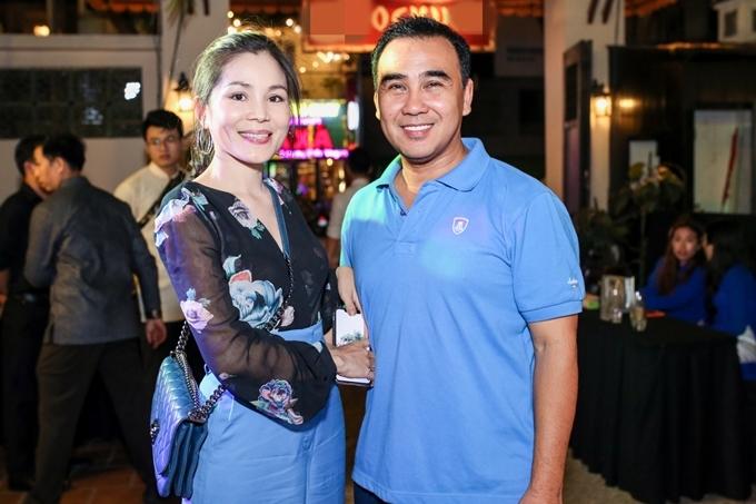 MC Quyền Linh và bà xã Dạ Thảo vui mừng khi Kim Thư có bước tiến mới trong công việc.
