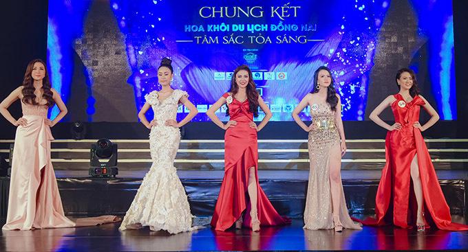 Sau ba vòng thi 5 cô gái xuất sắc được vào vòng ứng xử để phân ngôi vị cao thấp.