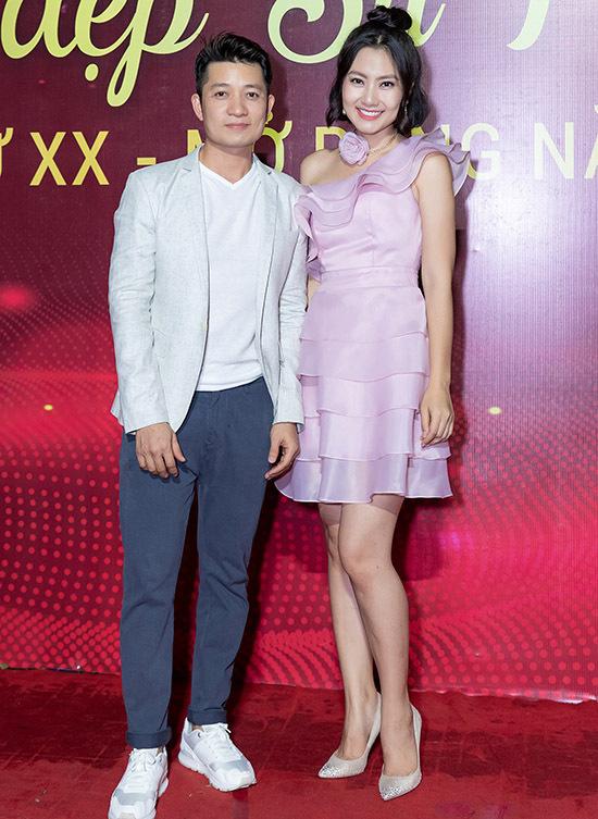 Nhà thiết kế Thuận Việt tình cờ hội ngộ Ngọc Lan ở sự kiện tối 30/11.