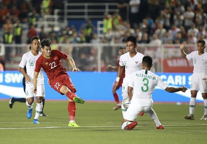 U22 Việt Nam chơi nỗ lực sau bàn thua sớm, quyết lật ngược tình thế trước U22 Indonesia.