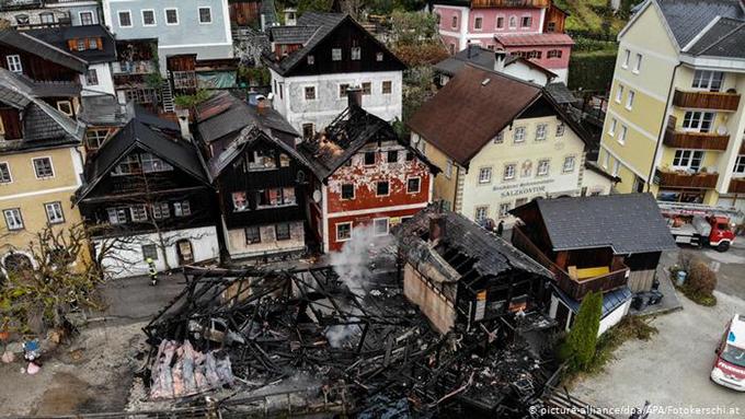 Ít nhất 4 căn nhà hư hại nặng nề sau đám cháy. Ảnh: APA