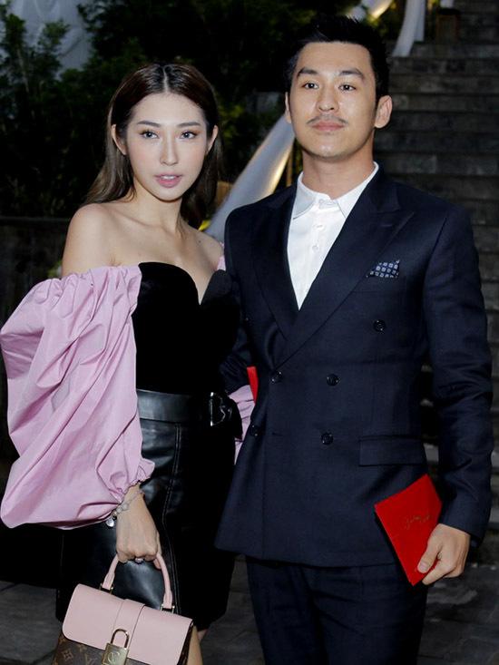 Ca sĩ Khổng Tú Quỳnh khoe vai trần bên nhiếp ảnh gia Thiên Minh.
