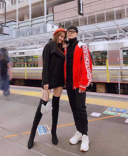Linh Chi và Lâm Vinh Hải lần đầu tiên có chuyến du lịch Nhật Bản cùng nhau. Cặp đôi ghé thăm hai thành phố là Kyoto và Osaka, đồng thời trải nghiệm hệ thống tàu shinkansen nổi tiếng.