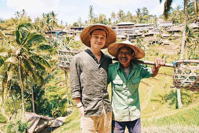 Tiếp tục hành trình du lịch hàng tháng, Quang Vinh tới Bali (Indonesia) trong một chuyến công tác cùng người mẫu Cao Thiên Trang. Anh chia sẻ: Nếu chưa đến ruộng bậc thang thì chưa gọi là đến Bali nhỉ? Những nấc thang quanh co tạo sự tò mò cho du khách khám phá, còn được ví như những nấc thang lên thiên đường. Vinh thấy Việt Nam mình cũng có ruộng bậc thang cũng không thua gì nơi đây. Hyvọng sẽ có nhiều người cũng đến Việt Namdu lịch.