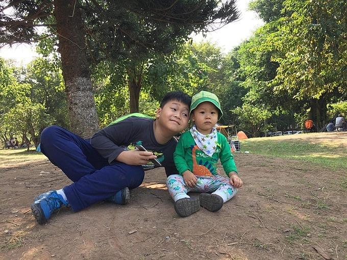 Duy Minh và em trai 2 tuổi.