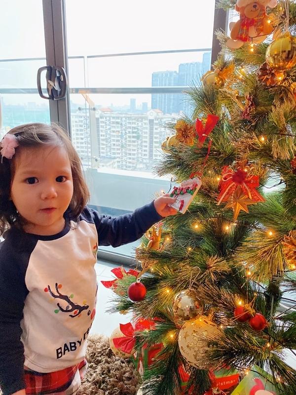 Noel năm ngoái, vợ chồng Hà Anh đưa con gái về London thăm ông bà nội còn năm nay dự kiến đi Sydney. Cô muốn bé được chạy nhảy ngoài công viên, thăm quan sở thú và tận hưởng thiên nhiên xứ nóng.