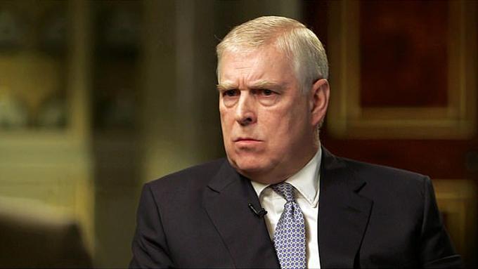 Hoàng tử Andrew trả lời phỏng vấn của BBC về bê bối tình dục của mình tại Điện Buckingham hồi tháng 11. Ảnh chụp màn hình.