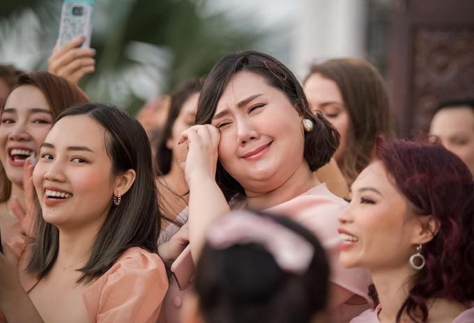 Khi Jack nói muốn Hoàng Oanh sinh 6 đứa con, mọi người bật cười còn Minh Thảo của phim Tháng năm rực rỡ khóc vì mừng cho bạn thân tìm được người đàn ông thật sự yêu thương, muốn gắn bó với cô trọn đời.
