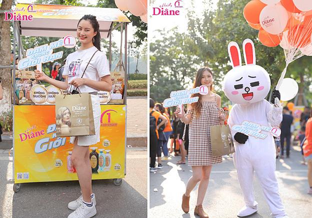 Nguyễn Lan Nhi vàLê Thị Vy - Top 8 Nữ sinh thanh lịch Thủ đô 2019hòa mình cùng những hoạt động tại sự kiện. Các cô gái hòa nhịp cùng điệu nhảy zumba uyển chuyển, hấp dẫn.