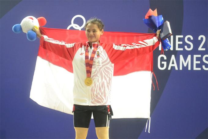 Windy Cantika Aisah phá kỷ lục của chính mình với tổng cử 190 kg