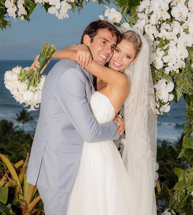 Kaka và hôn thê trong ngày cưới hôm cuối tuần. Ảnh: Instagram.