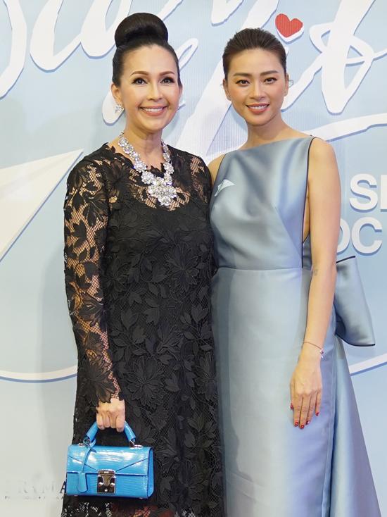 Diễn viên Diễm My khoe thần thái sang trọng với váy ren và phụ kiện trang sức, túi xách hàng hiệu.
