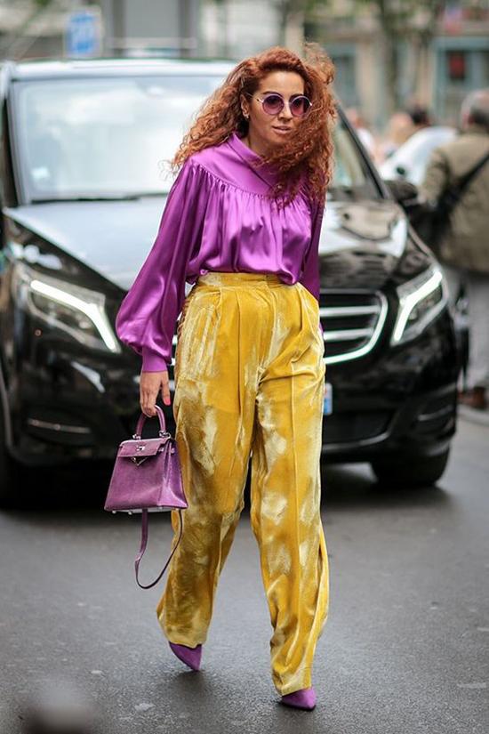 Song song với công thức phối màu cơ bản và khá án toàn, phái đẹp sành điệu có thể tham khảo lối mix màu nổi bật của các fashionista.