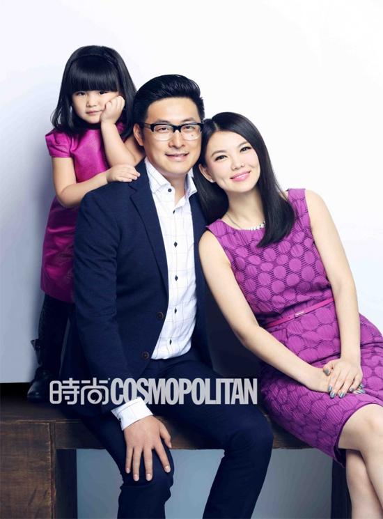 Vương Thi Linh khi còn nhỏ và cùng bố mẹ lêntạp chí.Vương Thi Linh (Angela) là con gái của MC nổi tiếng Lý Tương và đạo diễn Vương Nhạc Luân. Cô bé tham gia show Bố ơi mình đi đâu thế của Trung Quốc,mùa 1 (năm 2013) và trở thành gương mặt hot trên truyền hình. Nhờ thế, Thi Linh đắt show quảng cáo, cát-xê không thua người lớn.