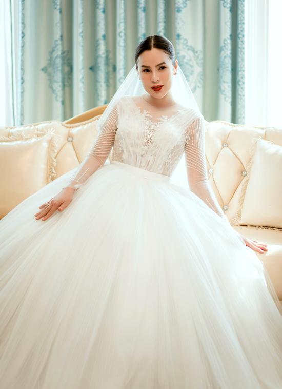Phương Lê ngẫu hứng hóa thân cô dâu thực hiện bộ ảnh với ba phong cách khác nhau.
