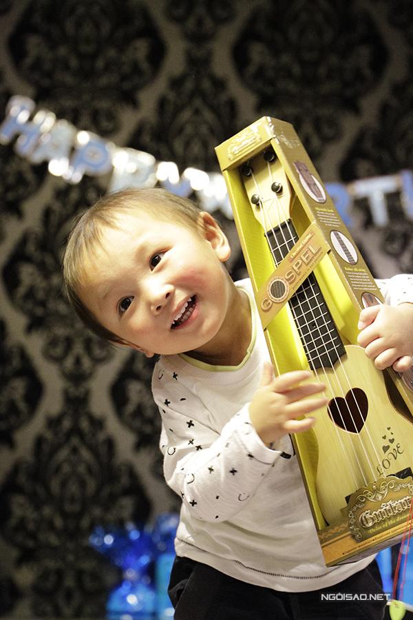 Nhóc tỳ Hugo của Diễm Quyên trong dịp sinh nhật 2 tuổi cách đây vài tháng.