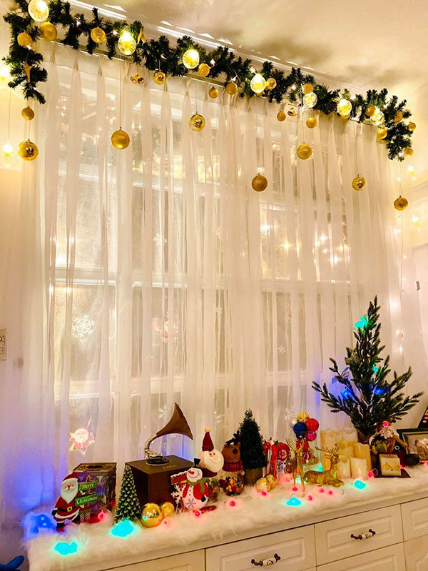 Mọi ngóc ngách trong căn biệt thự rộng 200 mét vuông ở quận 9 (TP HCM) của gia đình Thúy Hạnh - Minh Khang đều đã tràn ngập không khí Noel.
