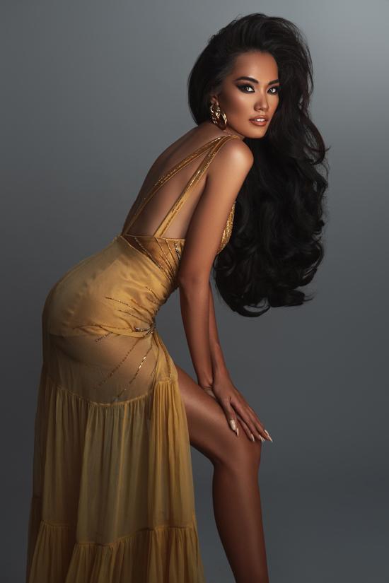 Ứng viên hoa hậu hoàn vũ tạo dáng chuyên nghiệp