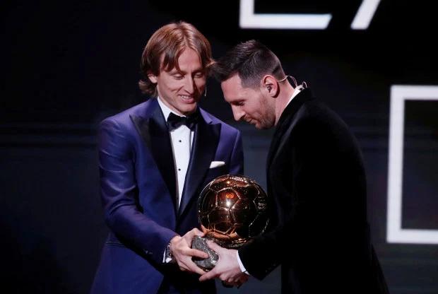 Vượt qua Van Dijk và C. Ronaldo, Messi lần thứ sáu nhận Quả bóng vàng.