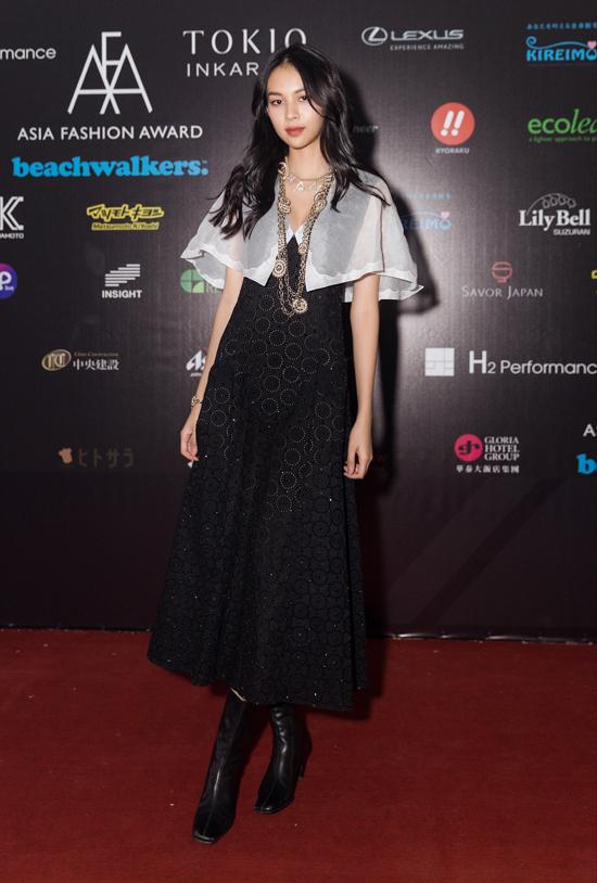 Người mẫu chia sẻ, Asia Fashion Awards là một lễ trao giải tầm cỡ châu lục trong lĩnh vực thời trang, quy tụ nhiều gương mặt nổi tiếng từ các quốc gia khác nhau, từ các nhà thiết kếđến dàn mẫu trình diễn.
